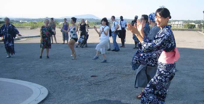MattariVita Trento | Yoga, Stretching, Shiatsu, Perception walking, Agricoltura San Lorenzo in Banale Dorsino Trento | img MattariVita Danza Bon Odori Giapponese